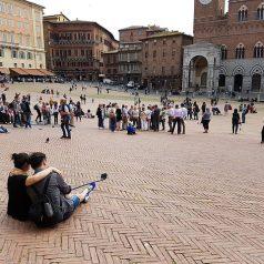 Piazza del Campo, une place historique au cœur de la ville de Sienne