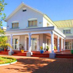 Location de villa meublée avec une piscine à Antananarivo Madagascar