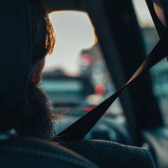 Voyage et tourisme à bord d'une voiture de transport avec chauffeur (vtc)