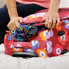 Guide complet : accessoires de voyage indispensables pour les femmes !
